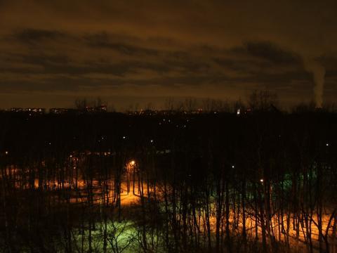 Ночной вид на городской парк