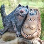 Парковая скульптура кошек