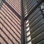 Металлический забор и тень