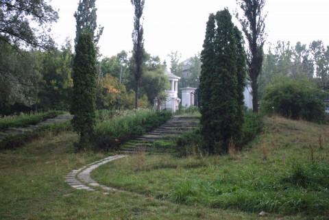 кипарисы и лестницы