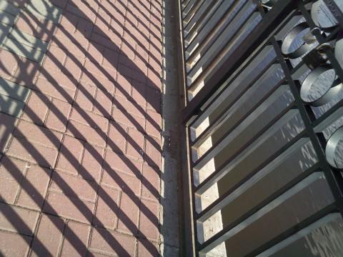 забор и тень