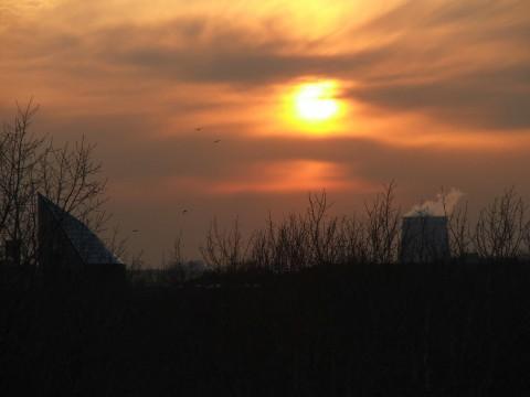 солнце низко над горизонтом