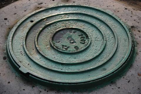 бирюзовый канализационный люк