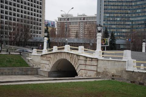 памятный Горбатый мост на Пресне