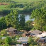 Деревня над рекой