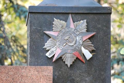 памятник с Орденом Отечественной войны