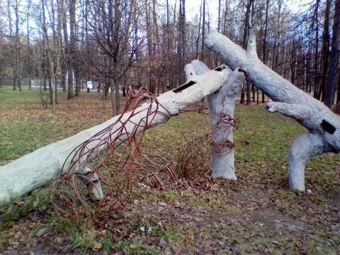 парковая композиция на тему трех медведей