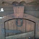 Дверь с подковой
